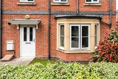 2 Bedrooms Flat for rent in Rylands Drive, Warrington WA2 7DY