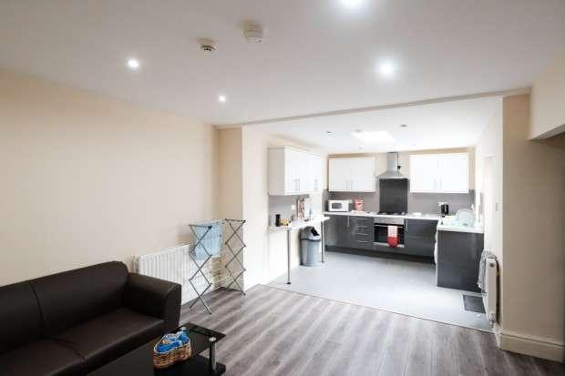 6 Bedrooms Terraced House for rent in Albert Road, Preston, PR1