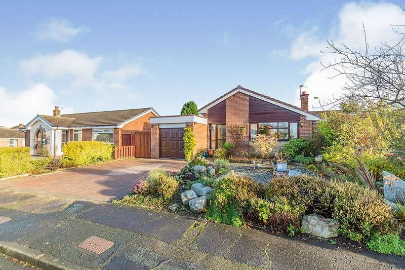 4 Bedrooms Detached Bungalow for sale in Kingsdale Close, Leyland, PR25