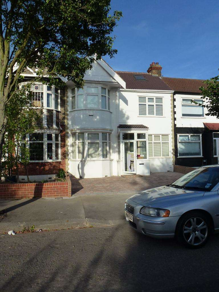 4 Bedrooms Terraced House for rent in Widecombe gardens, Ilford, Essex, IG4 5LT
