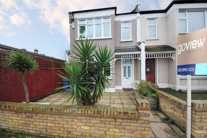 3 Bedrooms Ground Flat for sale in Aldbourne Road, W12