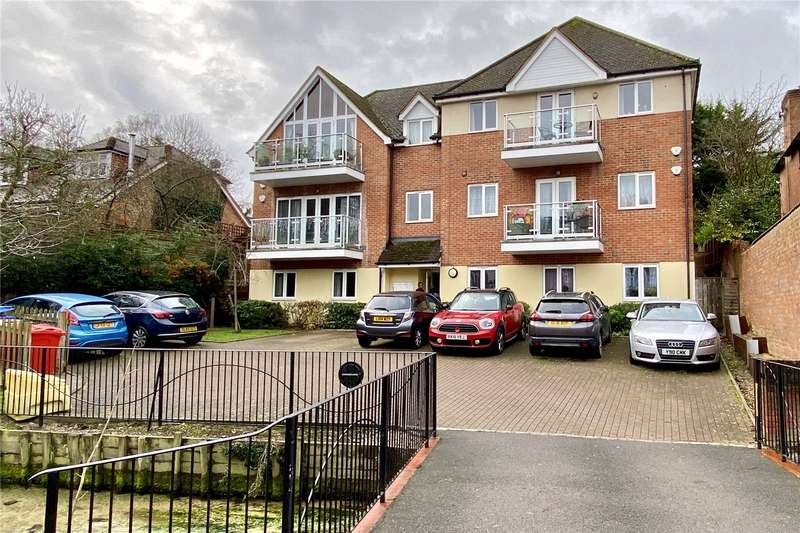 2 Bedrooms Flat for rent in Bassetsbury Lane, High Wycombe, HP11