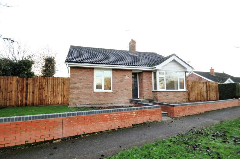 2 Bedrooms Detached Bungalow for sale in Dukes Drive, Halesworth