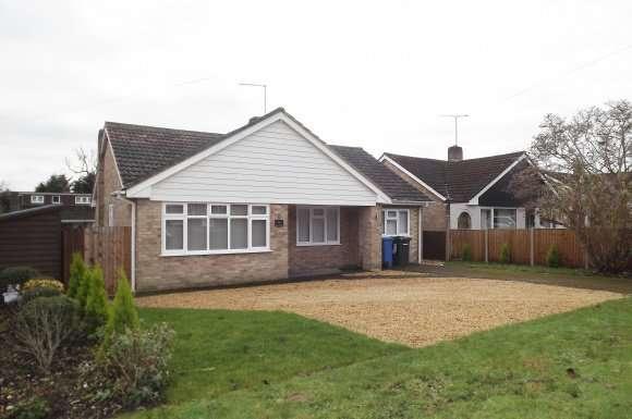 3 Bedrooms Bungalow for rent in Bell Lane, Blackwater, Surrey, GU17