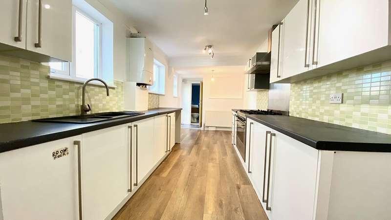 3 Bedrooms Terraced House for rent in Milner Road, Gillingham, ME7