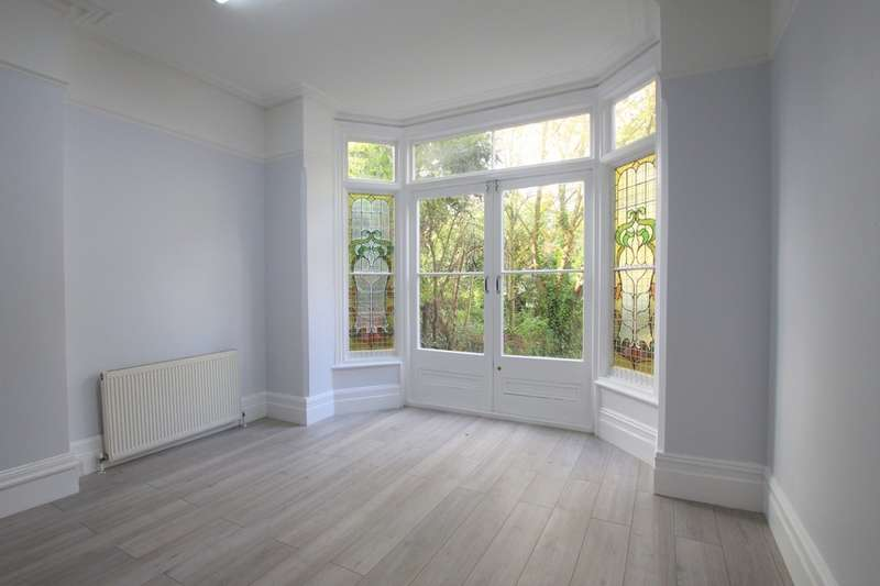 2 Bedrooms Ground Flat for rent in Dukes Avenue, London