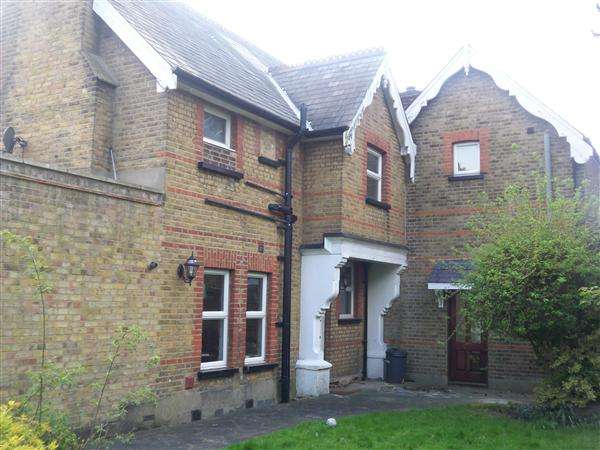 2 Bedrooms Apartment Flat for rent in Sunset Avenue, Woodford Green