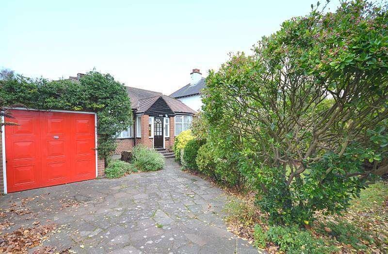 2 Bedrooms Detached Bungalow for sale in Laleham Road, Shepperton, TW17