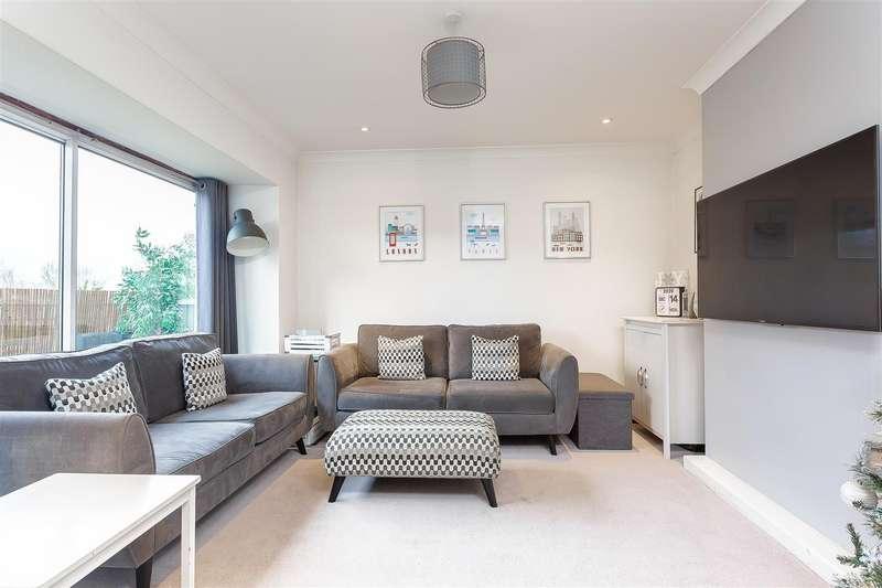 2 Bedrooms Maisonette Flat for sale in Stanley Road, Carshalton