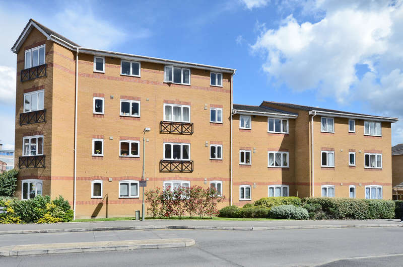2 Bedrooms Flat for rent in Ascot Court, Grove Road