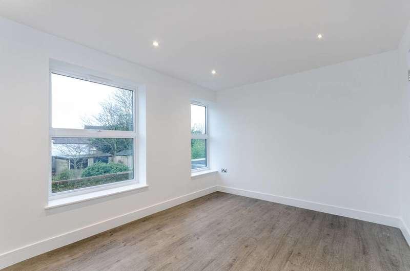 2 Bedrooms Maisonette Flat for rent in Sycamore Grove, New Malden, KT3