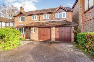 5 Bedrooms Detached House for sale in Osmund Close, Worth, Crawley