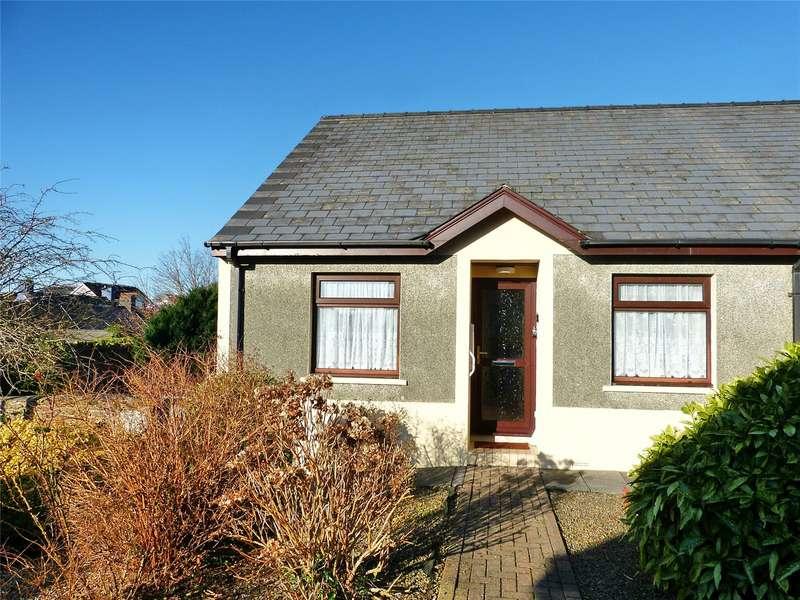 2 Bedrooms Bungalow for sale in Chapelfield Gardens, Narberth, Pembrokeshire