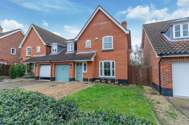 4 Bedrooms Semi Detached House for sale in Holt