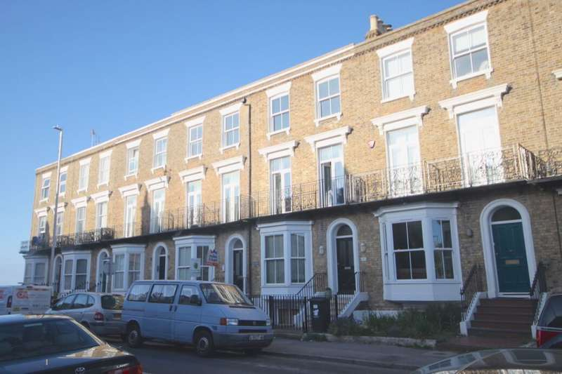2 Bedrooms Flat for rent in Westbrook Gardens, Margate, CT9