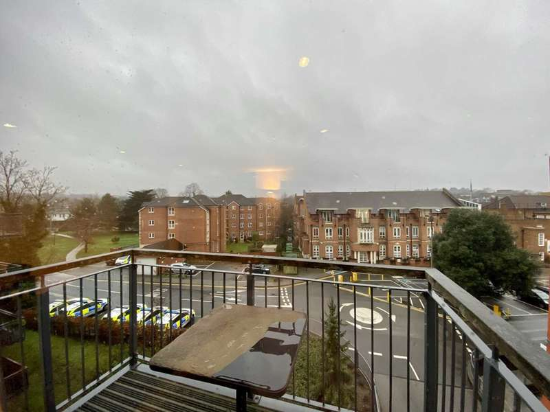 3 Bedrooms Apartment Flat for rent in Church Street, Epsom, KT17 4NR