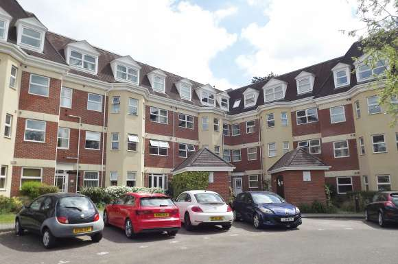 2 Bedrooms Apartment Flat for rent in Elmhurst Court, Heathcote Road, Camberley, GU15