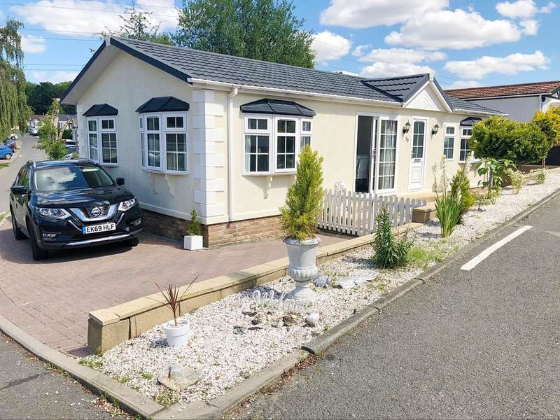 2 Bedrooms Mobile Home for sale in Second Avenue, Waltham Abbey