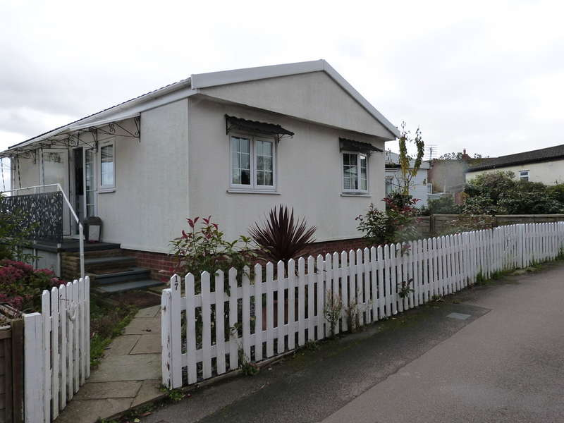 2 Bedrooms Mobile Home for sale in The Elms, Lippitts Hill, Loughton