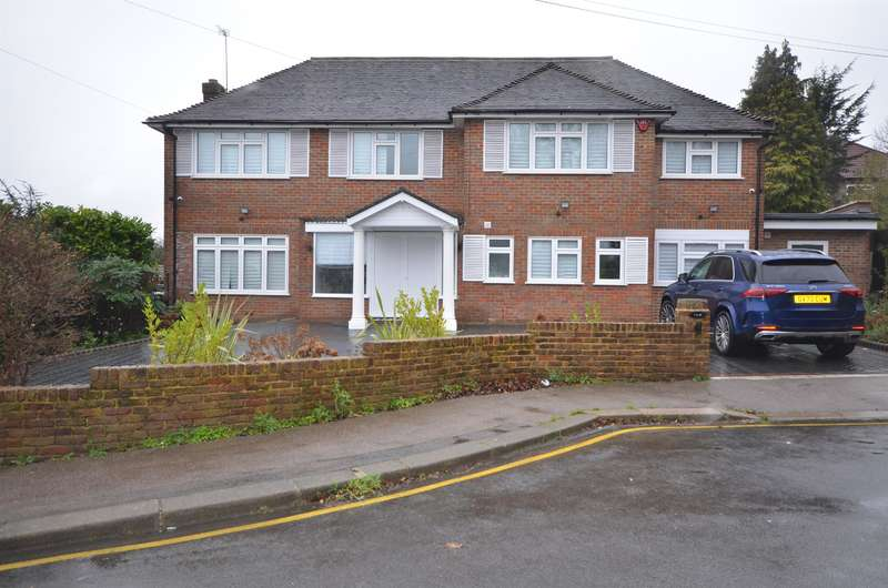 4 Bedrooms Detached House for rent in Sackville Close, Harrow, Middlesex, HA2 0NJ