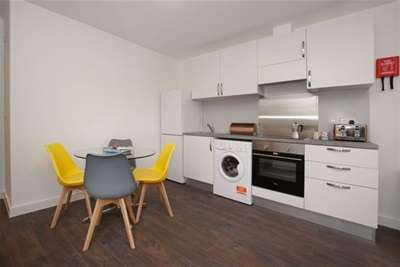 2 Bedrooms Flat for rent in Imperial Apartments, South Bristol, BS14