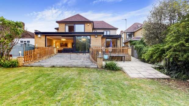4 Bedrooms Detached House for rent in Mount Drive, Wembley, HA9