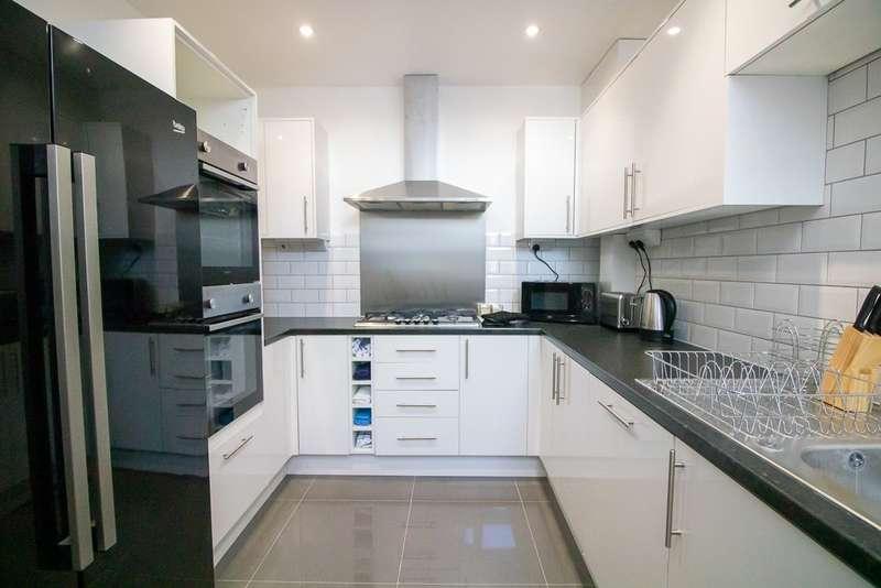 4 Bedrooms House Share for rent in Rainham Road, Gillingham, ME7