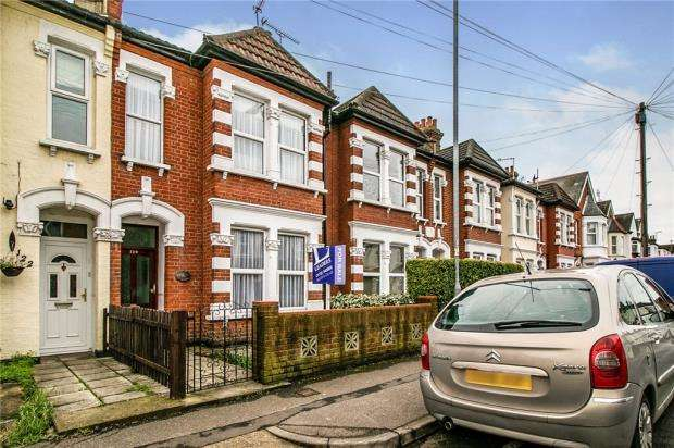 3 Bedrooms Terraced House for sale in South Avenue, Southend-on-Sea, Essex