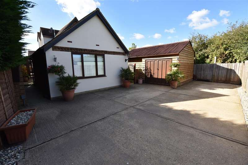 1 Bedroom Semi Detached Bungalow for rent in Church Parade, Canvey Island