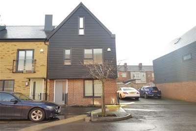 3 Bedrooms House for rent in Old Lane, Openshaw, M11