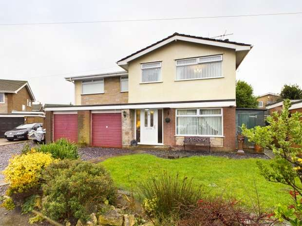 6 Bedrooms Detached House for sale in Wentworth Avenue, Rossall, Fleetwood, FY7