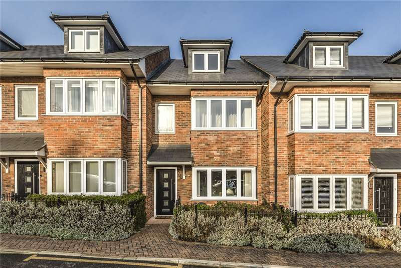 3 Bedrooms Town House for sale in Sandhurst Court, 66 Thirlmere Gardens, Northwood, Middlesex, HA6