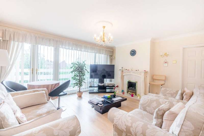 2 Bedrooms Flat for rent in Royston Court, Wanstead, IG1