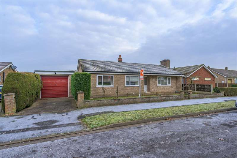 3 Bedrooms Bungalow for sale in Heathcote Road, Coningsby, Lincoln