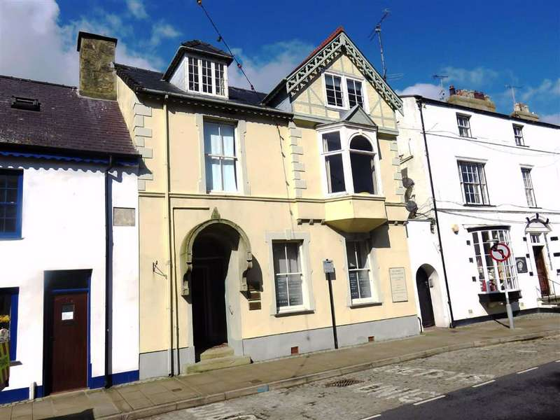 3 Bedrooms Property for sale in Castle Street, Beaumaris, Anglesey