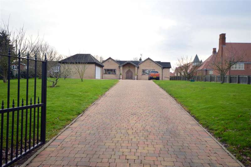 4 Bedrooms House for sale in White Oaks, East Hanningfield Road, Sandon, Chelmsford