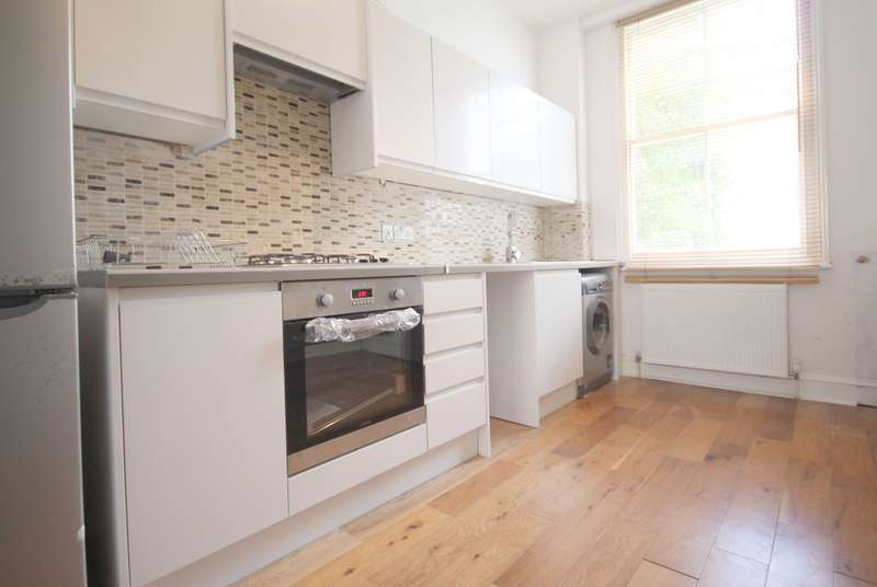 3 Bedrooms Flat for rent in Westbourne Road, Islington, N7