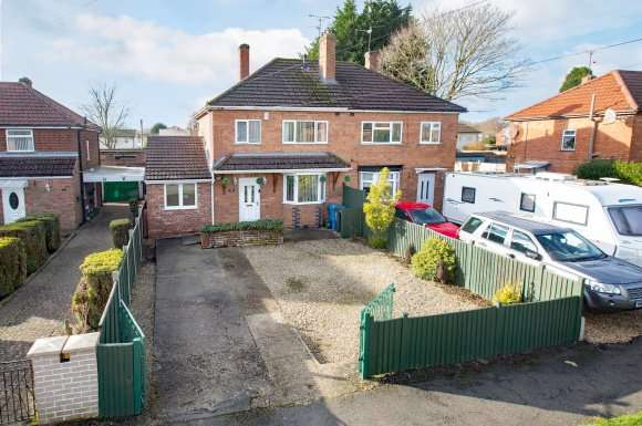 3 Bedrooms Semi Detached House for sale in Hazelwood Road