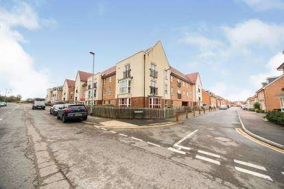 2 Bedrooms Flat for sale in Frenchs Avenue, Dunstable, Bedfordshire