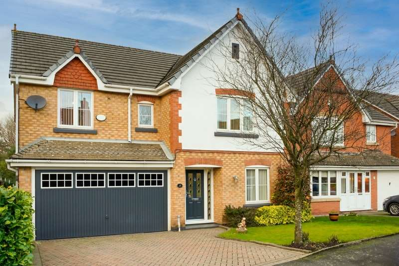 5 Bedrooms Detached House for sale in Wrenbury Drive, Rochdale, Greater Manchester, OL16