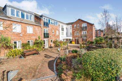 1 Bedroom Flat for sale in The Limes, Booths Hill Close, Lymm, Cheshire