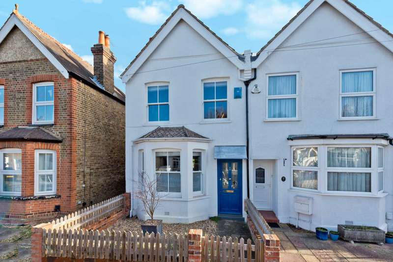 3 Bedrooms Semi Detached House for sale in Weston Road, Thames Ditton