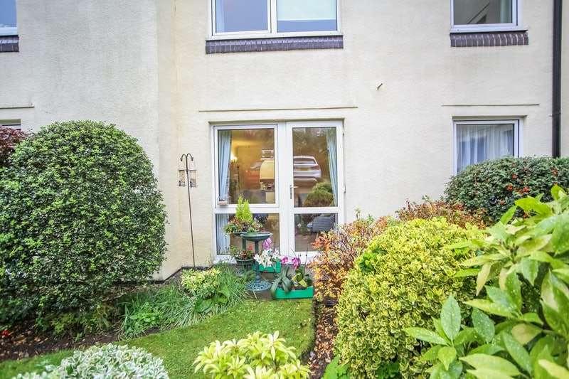 1 Bedroom Flat for sale in The Esplanade, Grange-Over-Sands, Cumbria, LA11