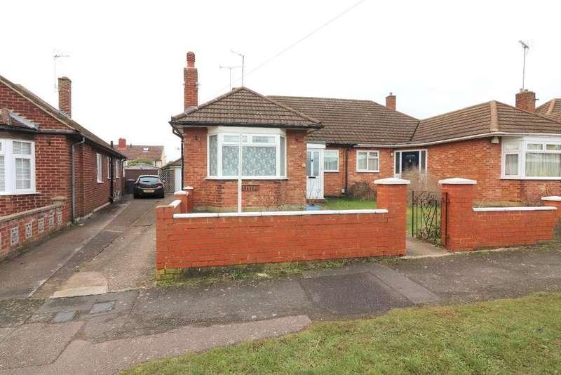 3 Bedrooms Bungalow for sale in Cranbrook Drive, Luton, Bedfordshire, LU3 3EN