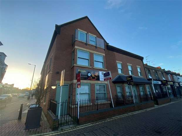 3 Bedrooms Flat for sale in Greenhill Way, Harrow