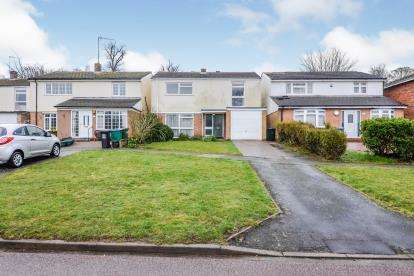 4 Bedrooms Detached House for sale in Beechpark Way, Watford, Hertfordshire, .