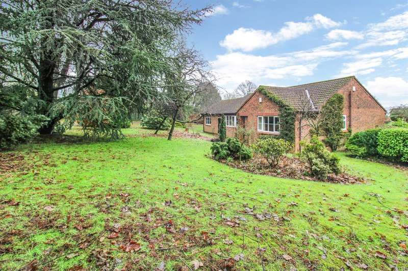 3 Bedrooms Bungalow for sale in Kings Mead, Ripon, HG4 1EJ