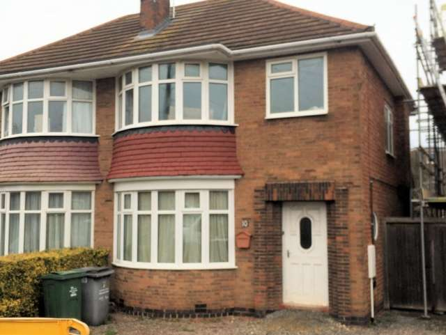 3 Bedrooms Semi Detached House for sale in Beacon Drive Loughborough