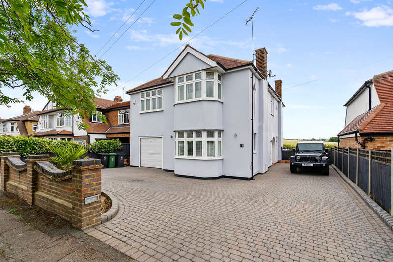 4 Bedrooms Detached House for sale in Dukes Avenue, Theydon Bois