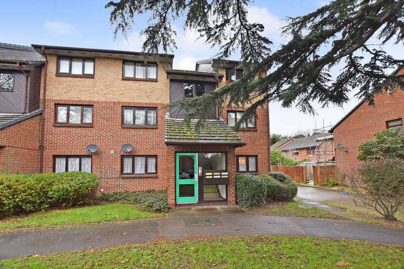 1 Bedroom Ground Flat for sale in Alders Close, Wanstead